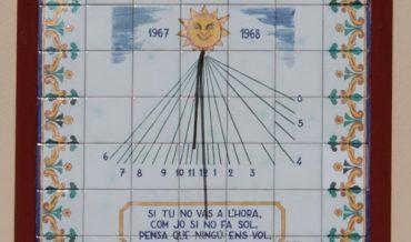 Rellotge de sol de l'antic Hostal Sant Jaume