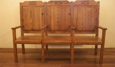Cadires i taula presidència Saló de Sessions ajuntment republicà