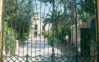 Porta de ferro forjat de can Ginestar