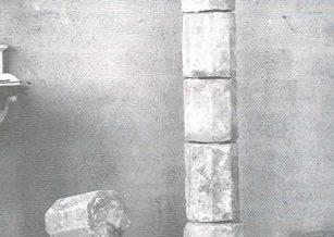 Base i fust de la Creu de Terme del Raval