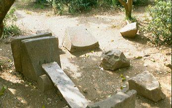 Pedres soltes del molí d´oli de can Ginestar