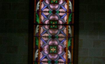 Vitrall pared nord, capella can Ginestar